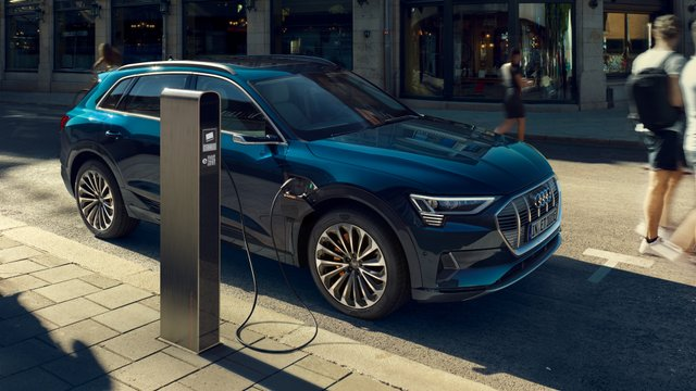 Коротке замикання може відбутися під час заряджання Audi e-tron - фото 334127