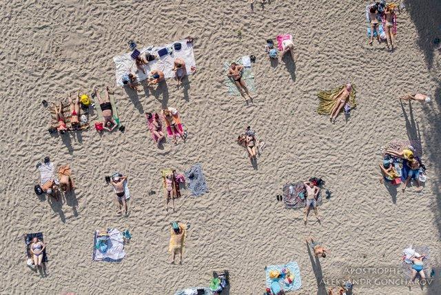Пляжний сезон у Києві в яскравих знімках - фото 334377