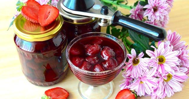 Варення з полуниці на зиму з цілими ягодами   - фото 334438