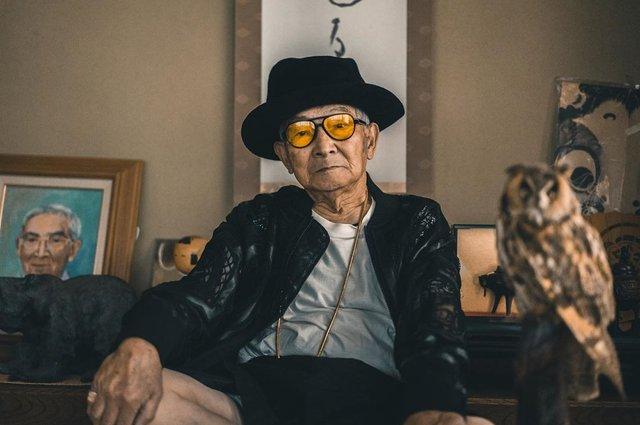 Модний та ефектний 84-річний пенсіонер з Японії підкорив мережу: яскраві фото - фото 334626