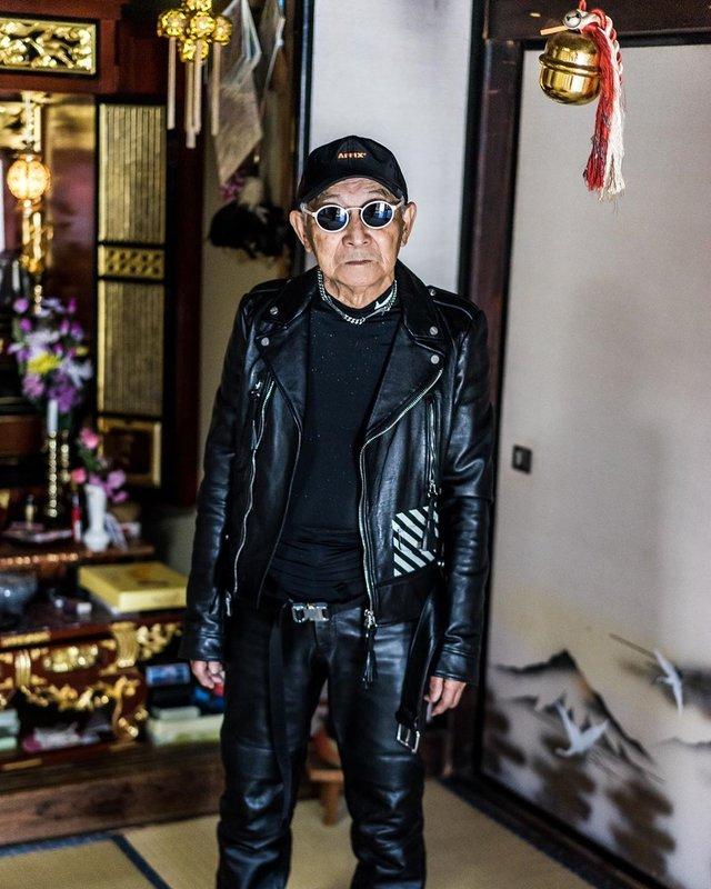 Модний та ефектний 84-річний пенсіонер з Японії підкорив мережу: яскраві фото - фото 334627