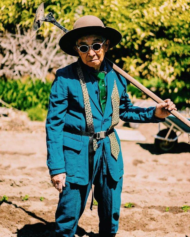 Модний та ефектний 84-річний пенсіонер з Японії підкорив мережу: яскраві фото - фото 334629