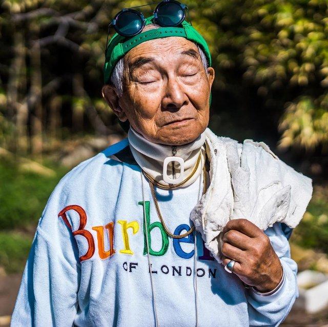 Модний та ефектний 84-річний пенсіонер з Японії підкорив мережу: яскраві фото - фото 334631