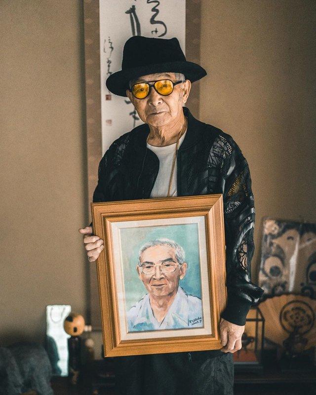 Модний та ефектний 84-річний пенсіонер з Японії підкорив мережу: яскраві фото - фото 334632