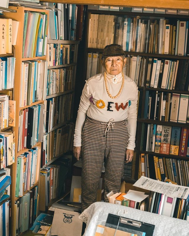 Модний та ефектний 84-річний пенсіонер з Японії підкорив мережу: яскраві фото - фото 334636