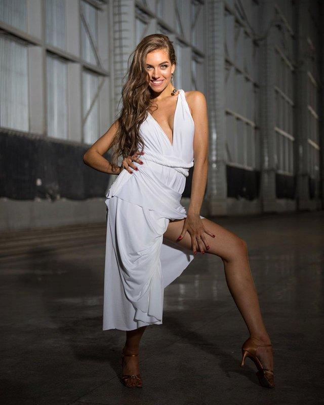 Дівчина тижня: спокуслива Олександра Кучеренко, яка підкорила серце Комарова - фото 334723