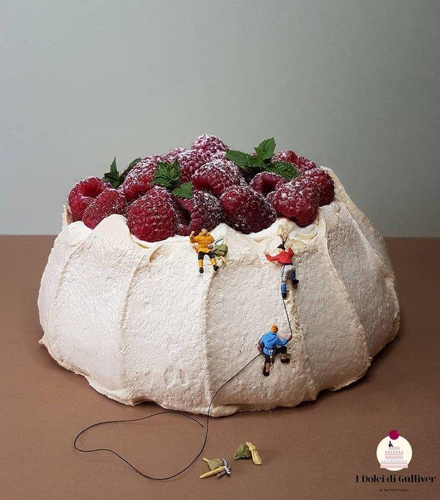 Кондитер перетворює десерти в мініатюрні світи: смачні знімки - фото 334964