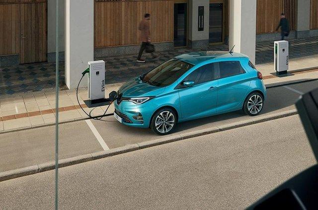 Французи представили оновлений Renault Zoe: оновлений салон і підвищена автономність - фото 335217