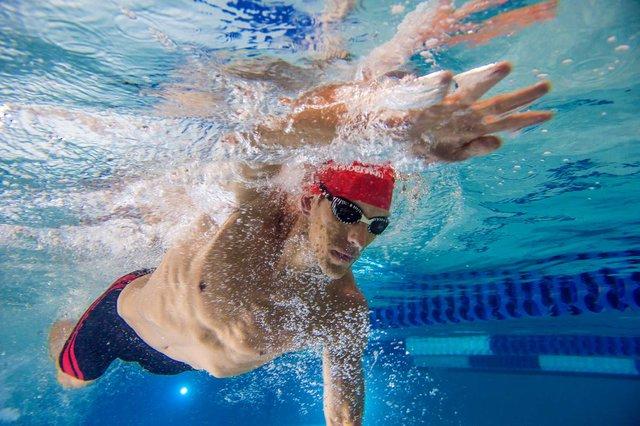 Вода може запросто затекти у ваші вуха - фото 336198