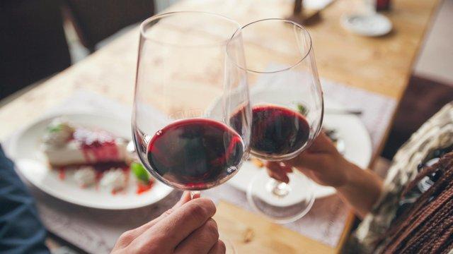 Навіть бокал вина впливає на ваш самоконтроль - фото 336435