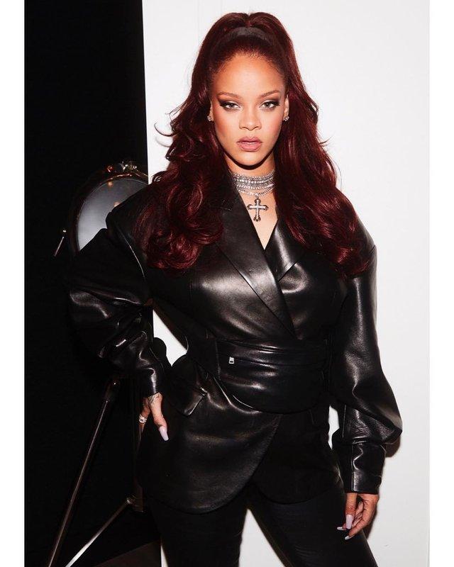 Rihanna викликала фурор в мережі сміливим шкіряним нарядом - фото 336502