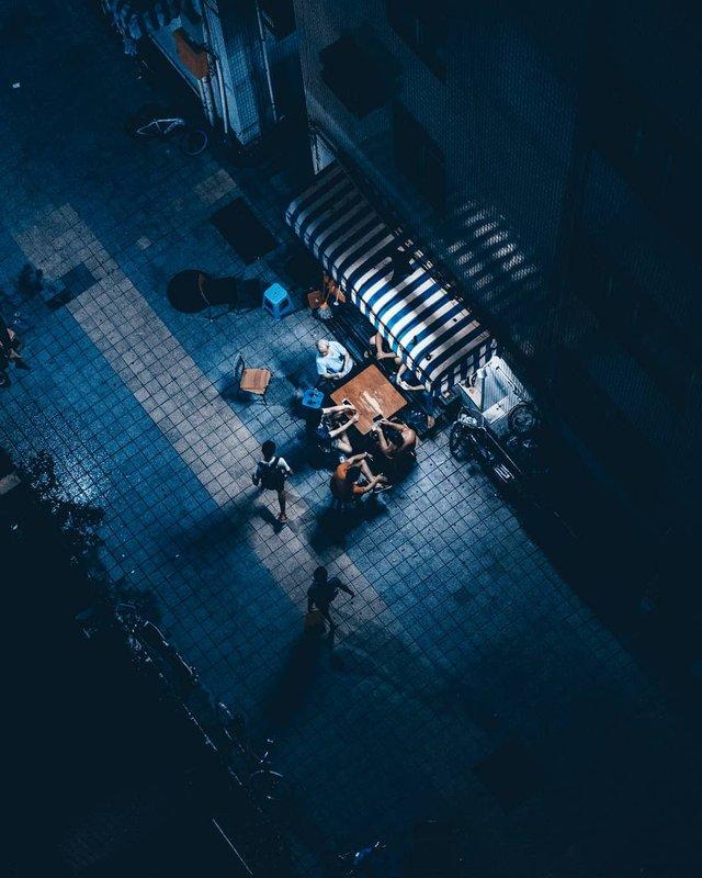 Нічна прогулянка Гонконгом, від якої важко відвести погляд: фото - фото 336542