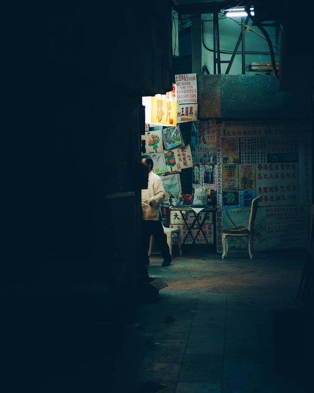 Нічна прогулянка Гонконгом, від якої важко відвести погляд: фото - фото 336547