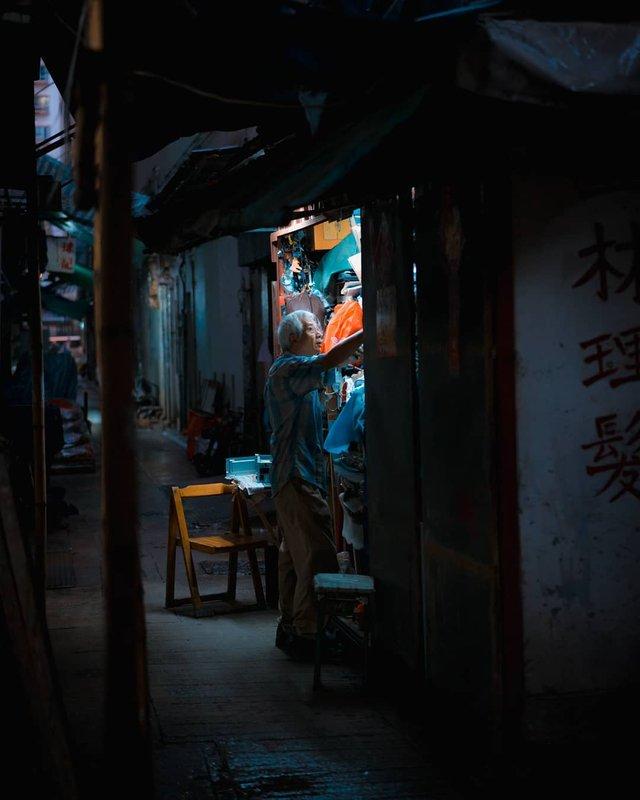 Нічна прогулянка Гонконгом, від якої важко відвести погляд: фото - фото 336555