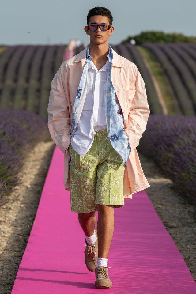 Чудернацький тренд на засмагу заполонив модні подіуми - фото 336566