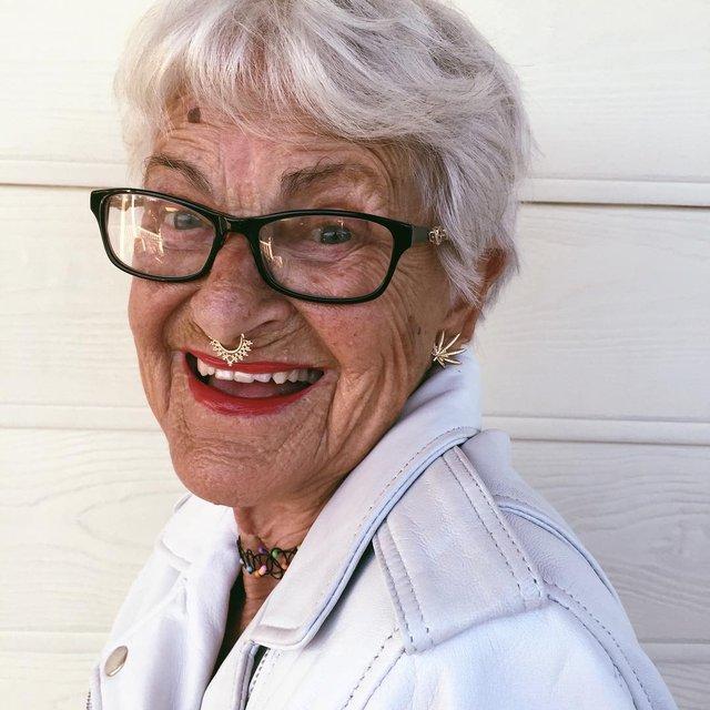 90-річна бабуся підкорила Instagram своїм виглядом - фото 336592