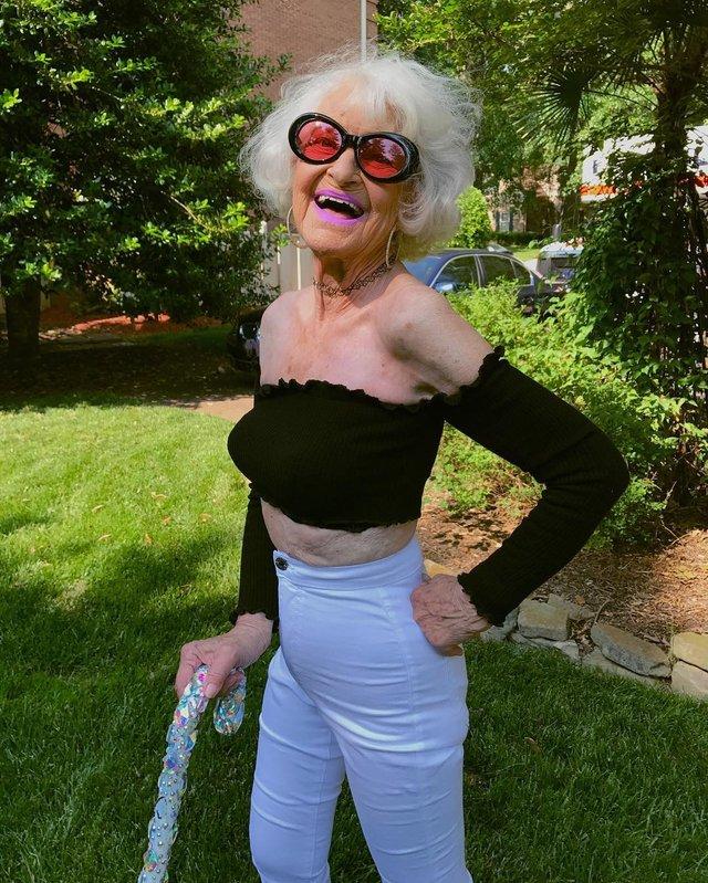 90-річна бабуся підкорила Instagram своїм виглядом - фото 336593