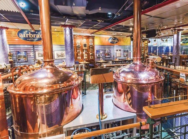 В аеропорту працює справжня пивоварня - фото 336607