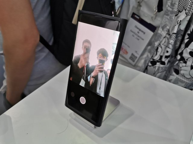 OPPO показала перший у світі смартфон з камерою під екраном - фото 336637