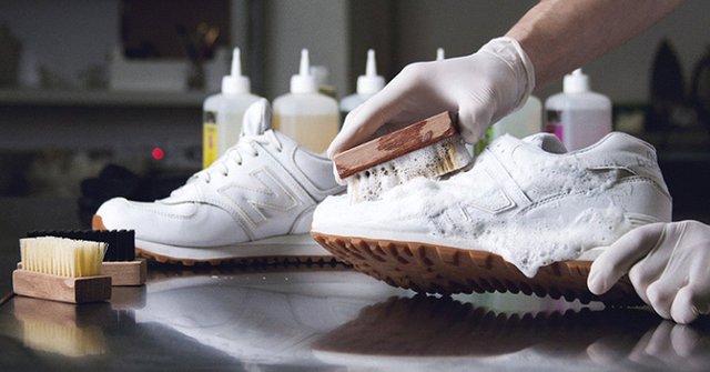 Відмити кросівки можна господарським милом - фото 337095