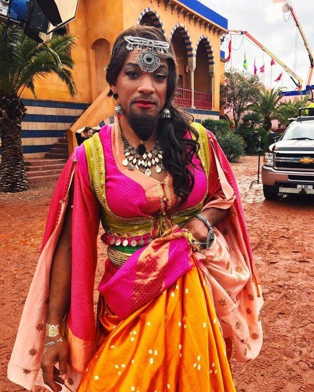 Вілл Сміт приміряв традиційний жіночий костюм  - фото 337184