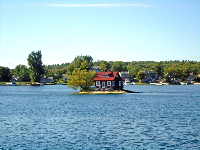 Так виглядає найменший населений острів світу - фото 337371