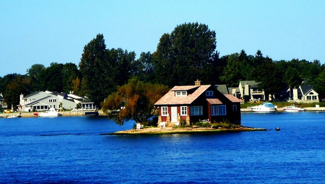 Так виглядає найменший населений острів світу - фото 337372