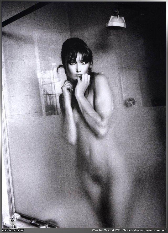 Моделі 90-х: як змінилася гаряча італійка Карла Бруні (18+) - фото 337724