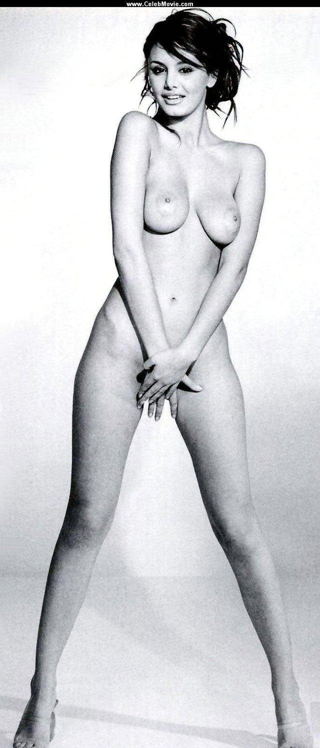 Моделі 90-х: як змінилася гаряча італійка Карла Бруні (18+) - фото 337725