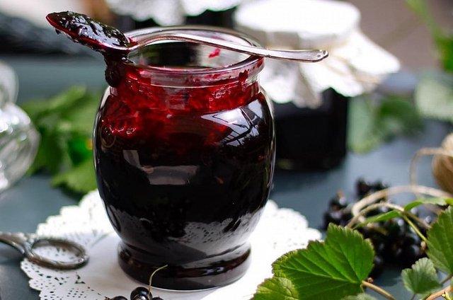 Варення з чорної смородини: 5 рецептів приготування на зиму з фото - фото 337984