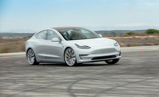 Найбільше продали Tesla Model 3 - фото 338156