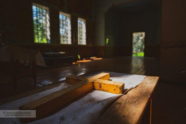 Чорнобиль сьогодні: з'явилися вражаючі фото покинутої церкви в зоні відчуження - фото 338253