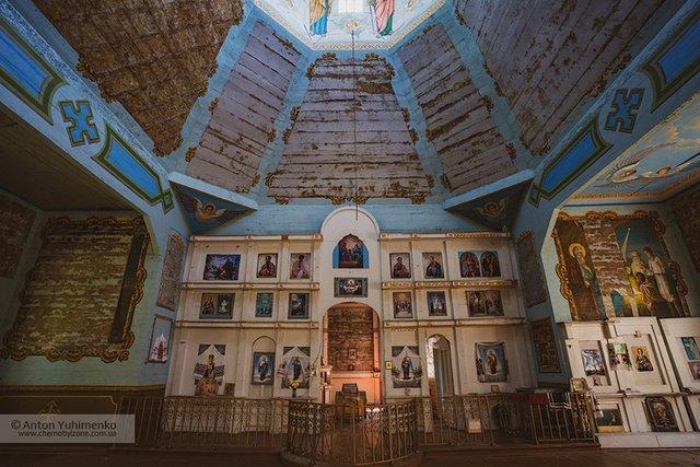 Чорнобиль сьогодні: з'явилися вражаючі фото покинутої церкви в зоні відчуження - фото 338256