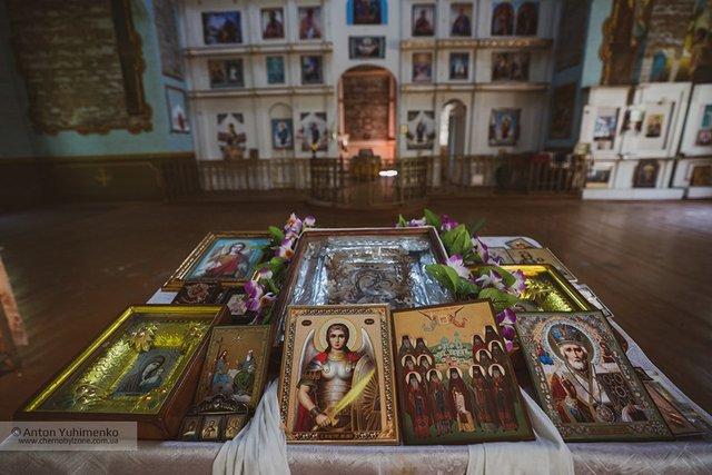 Чорнобиль сьогодні: з'явилися вражаючі фото покинутої церкви в зоні відчуження - фото 338257