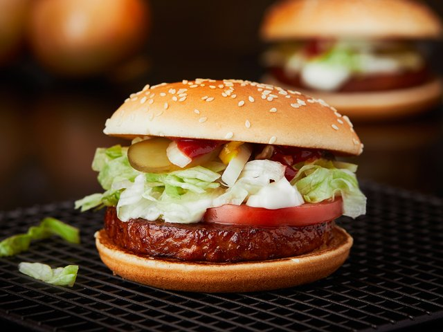 Наразі бургер буде у меню тель-авівських McDonald's - фото 338738