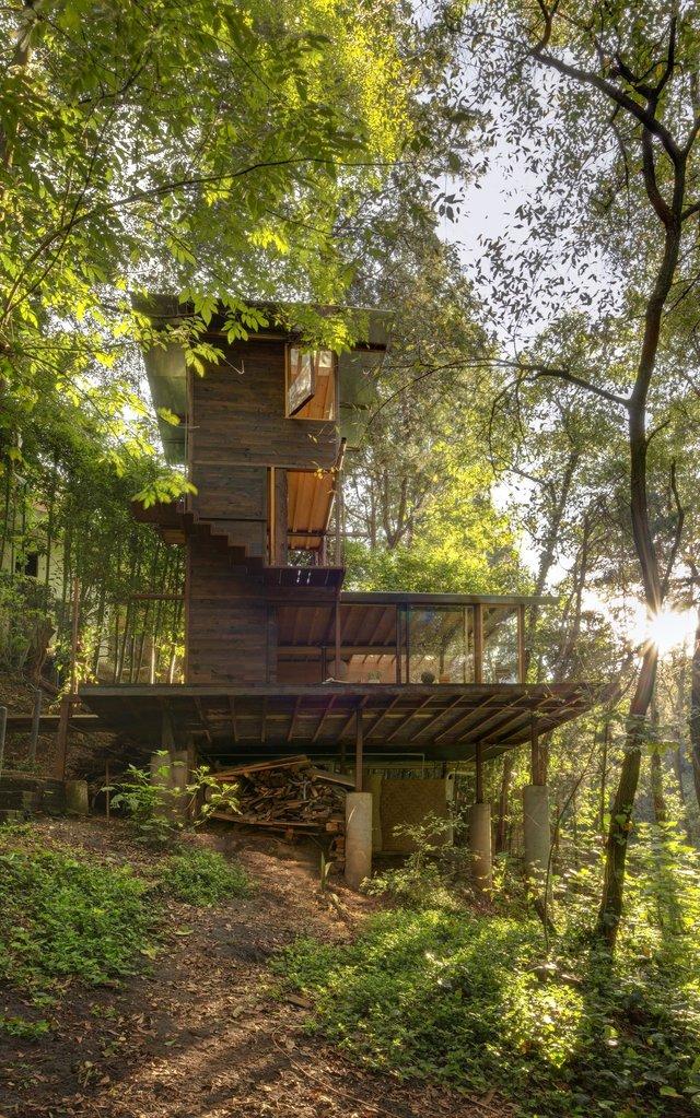 Наодинці з природою: як виглядає дерев'яний дім у горах Мехіко - фото 338837