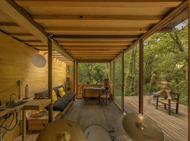 Наодинці з природою: як виглядає дерев'яний дім у горах Мехіко - фото 338839