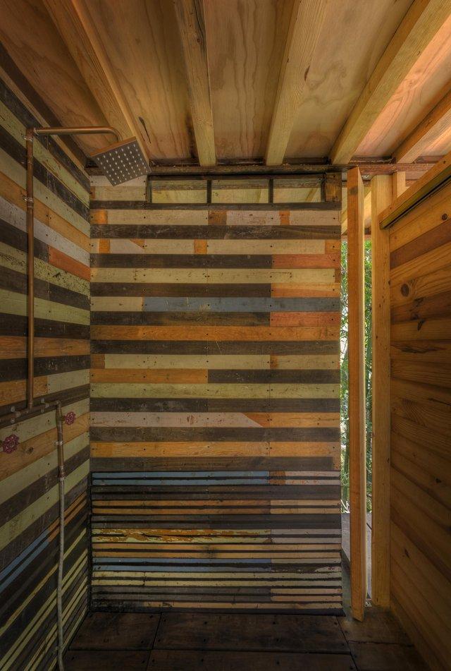 Наодинці з природою: як виглядає дерев'яний дім у горах Мехіко - фото 338845