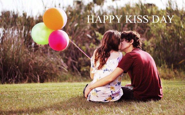 З Днем поцілунків: привітання і прикольні картинки у свято - фото 338864
