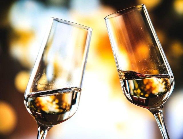 Спиртні напої негативно впливають на стан шкіри - фото 338911