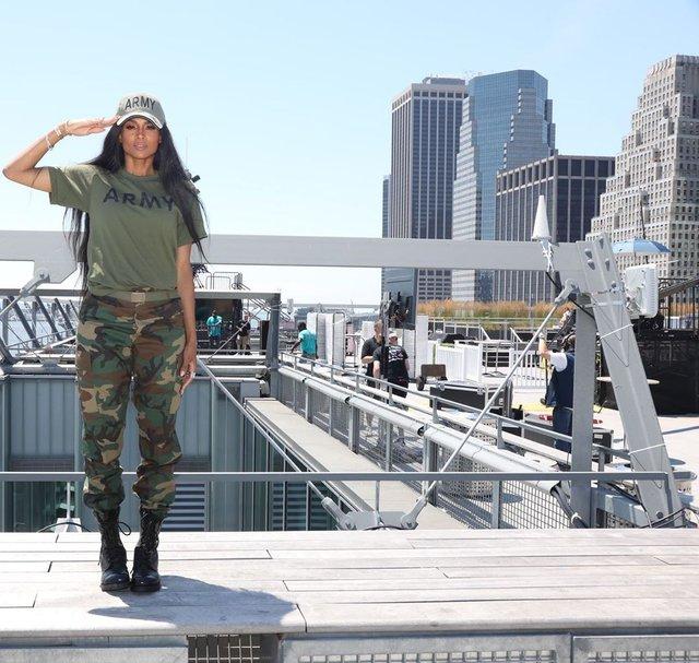 Ciara вразила світлиною у військовій формі - фото 338990