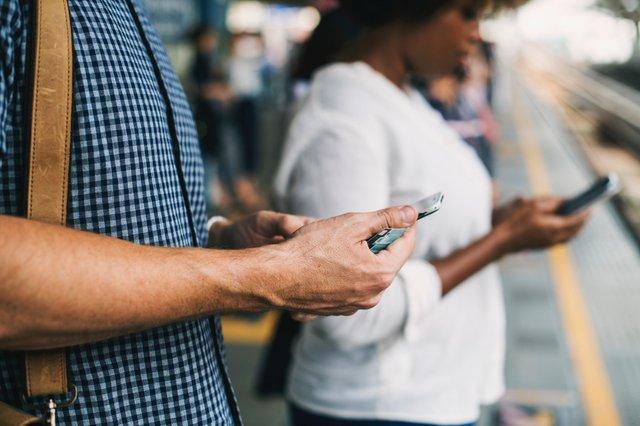Учені знайшли зв'язок між залежністю від смартфона і кількістю сексуальних партнерів - фото 339094