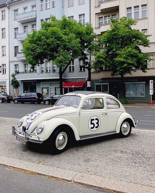 Фотограф показує авто на німецьких вулицях: захопливі кадри - фото 339434