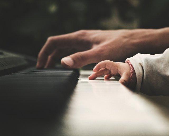 Уроки музики покращують успішність дітей - фото 339456