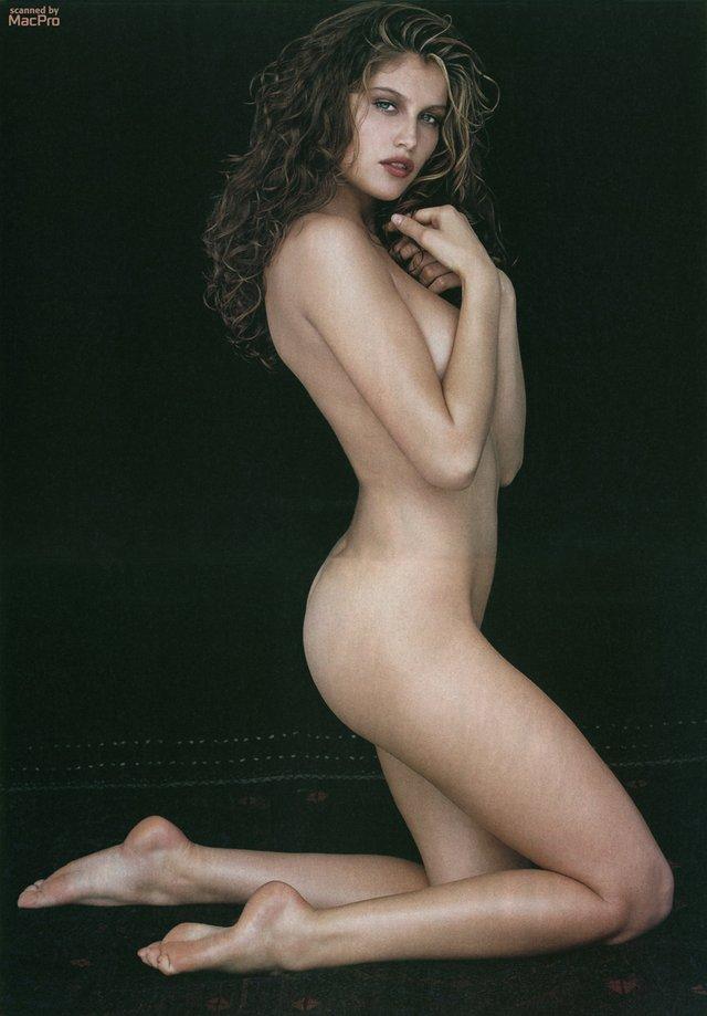 Моделі 90-х: як змінилася зваблива француженка Летиція Каста (18+) - фото 339678
