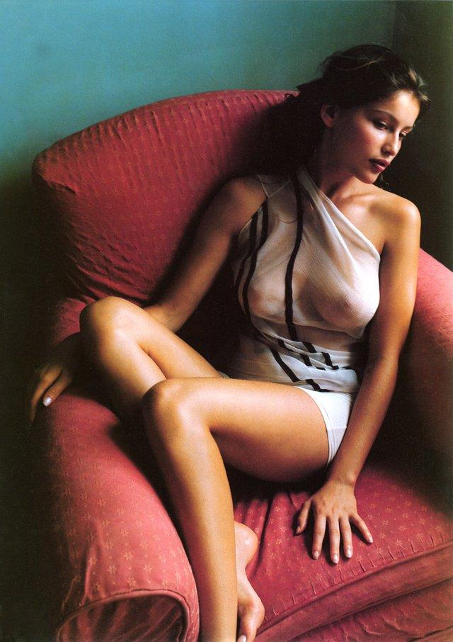 Моделі 90-х: як змінилася зваблива француженка Летиція Каста (18+) - фото 339684