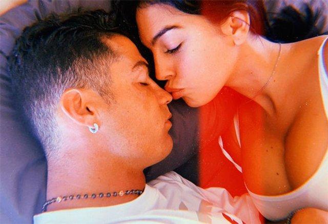 Наречена Роналду розчулила знімком сплячого коханого - фото 339733