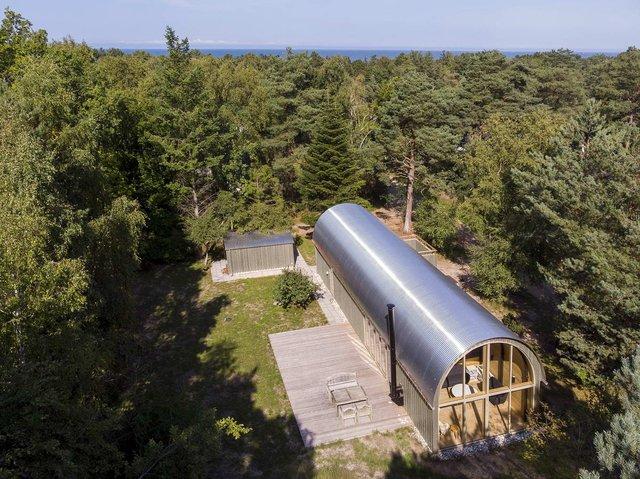 Як виглядає ідеальний літній будиночок в Данії: яскраві фото - фото 339786