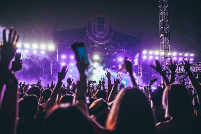 Ідеальна вакансія: мільйонер шукає людину, щоб разом ходити на концерти - фото 340172