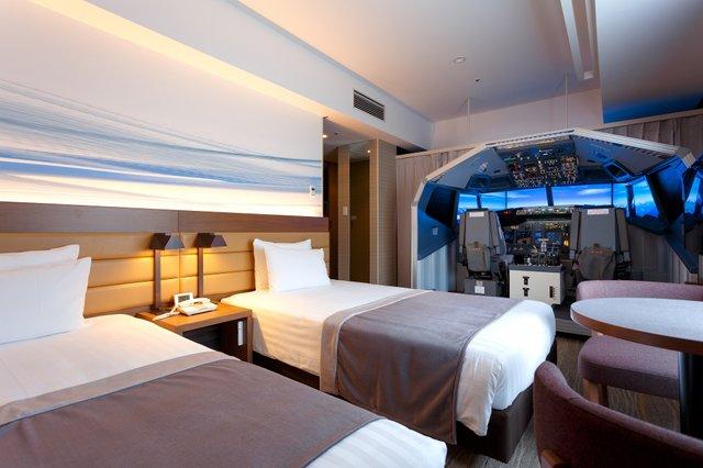 Відчуй себе пілотом: у кімнаті японського готелю встановили повнорозмірний авіасимулятор - фото 340320